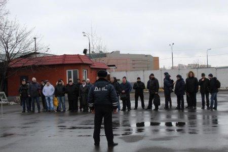 На юге столицы полицейские встретились с водителями автобусного парка